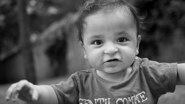 Portrait bébé 1 an, noir et blanc