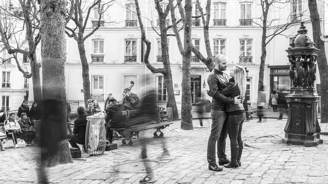 Seuls au monde : la vie autour d'un couple à Montmartre