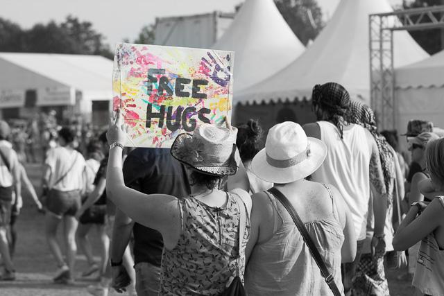 eurockeennes-2015-free-hugs