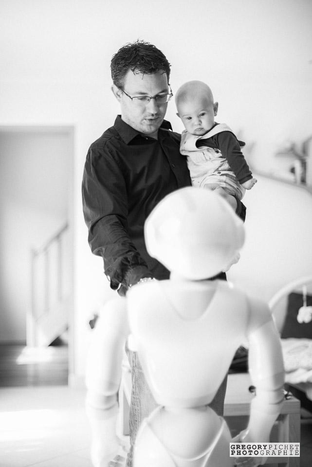 Famille, bébé et robot