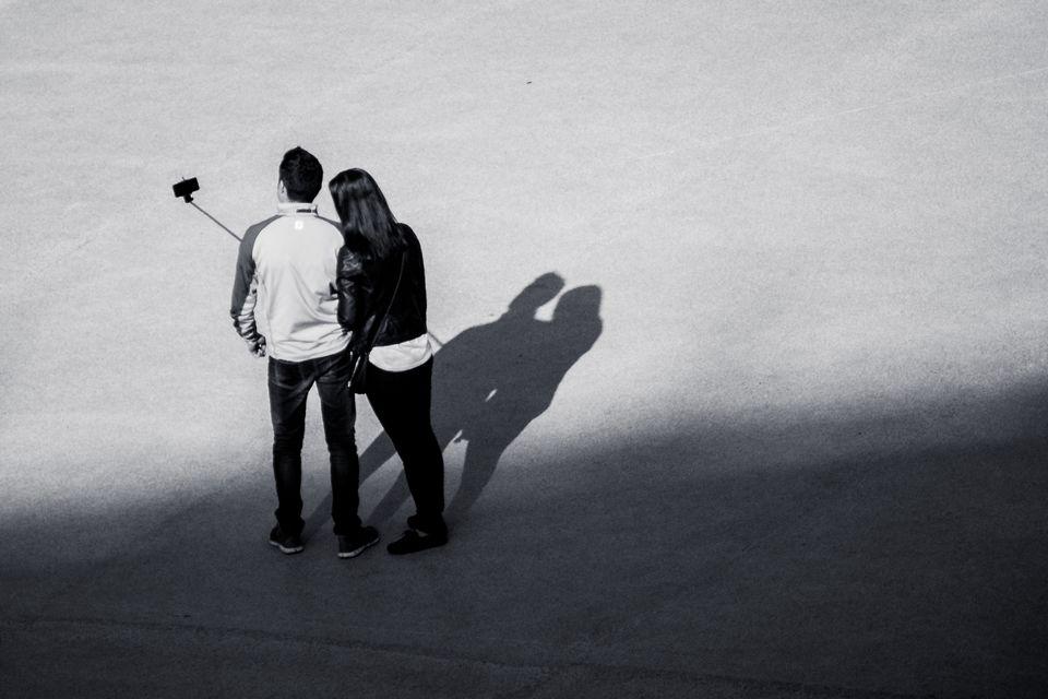 Selfie de couple au Colisée de Rome