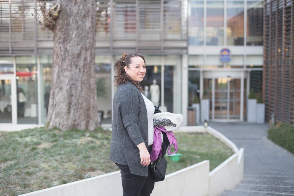 Mariée devant son hôtel