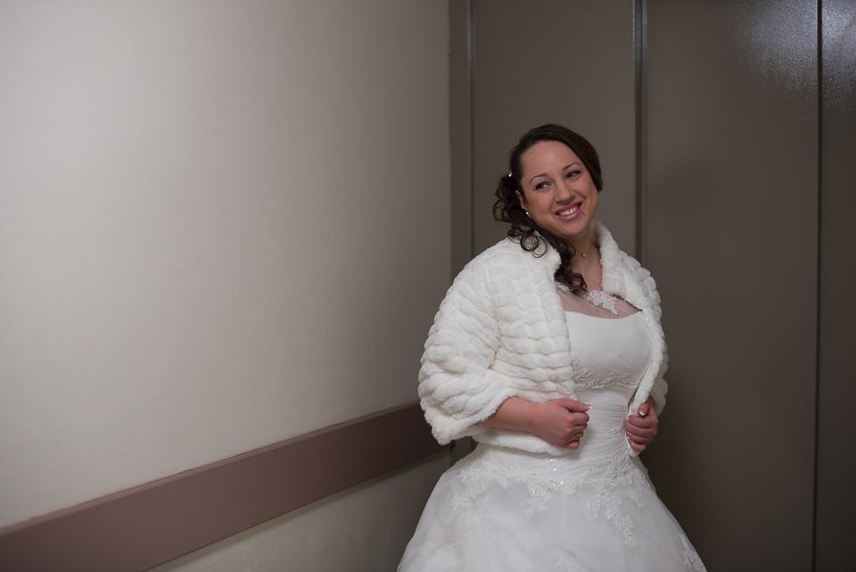 Portrait sourire d'une mariée