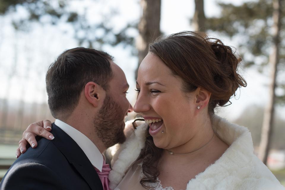 Echange complice entre mariés