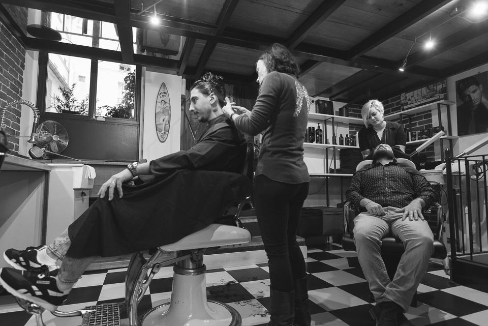 Marié et son témoin chez le barbier