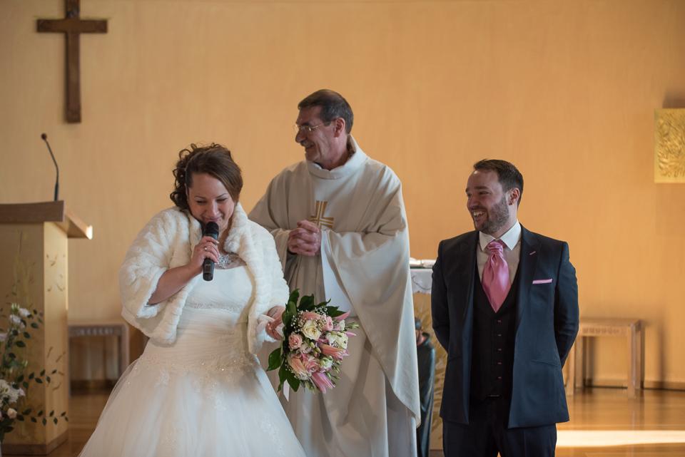 Emotion cérémonie religieuse de mariage à Magny les Hameaux