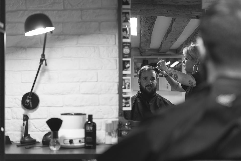 Prépératifs du marié chez le barbier