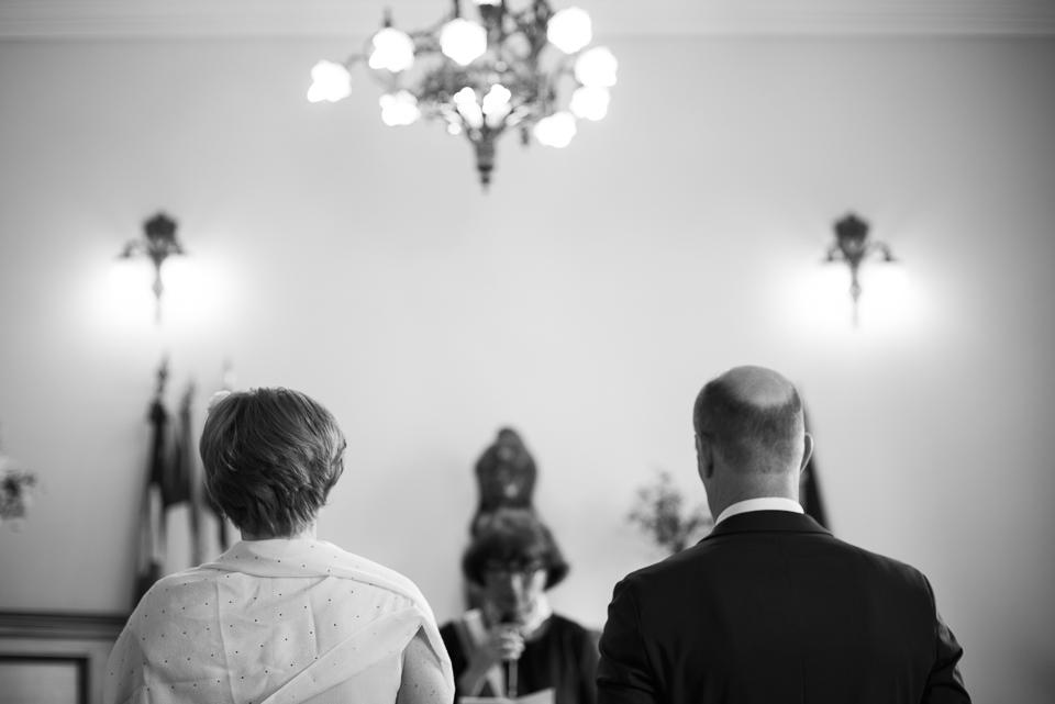 Mariage à Viroflay : mariés de dos