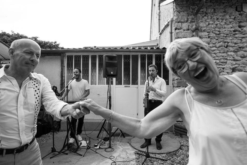 Mariage et orchestre aux Granges du Chesnay - Photo en noir et blanc