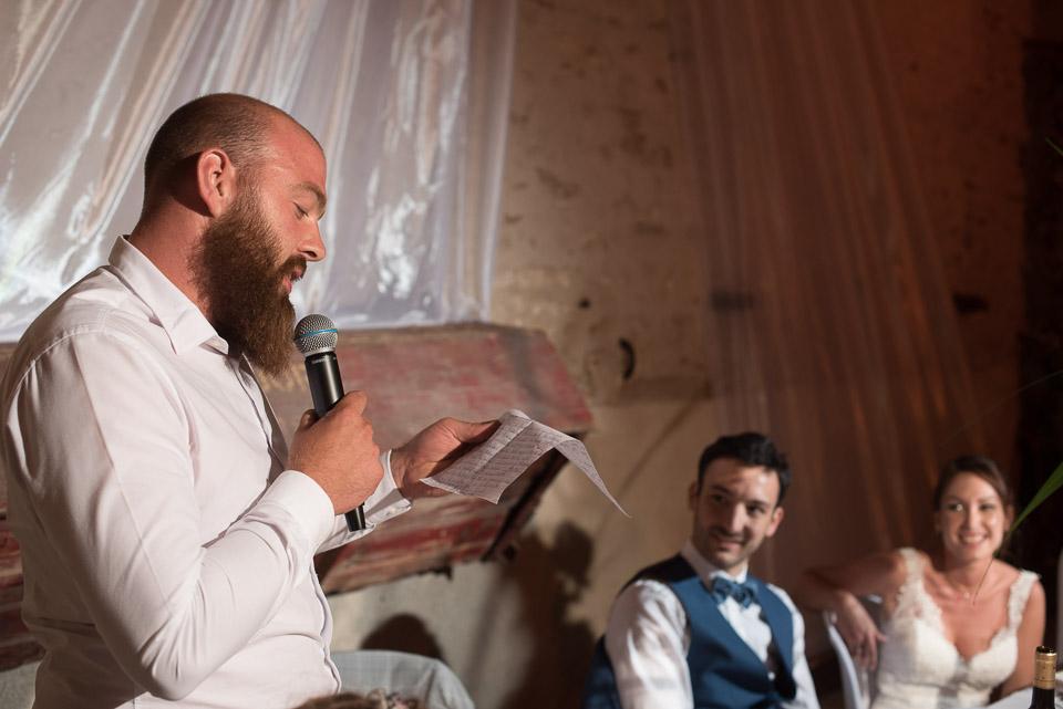Discours du témoin du mariée devant les mariés aux Granges du Chesnay