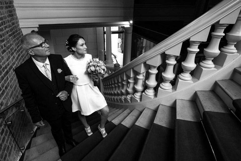 Mariée et son père à la mairie de Vanves
