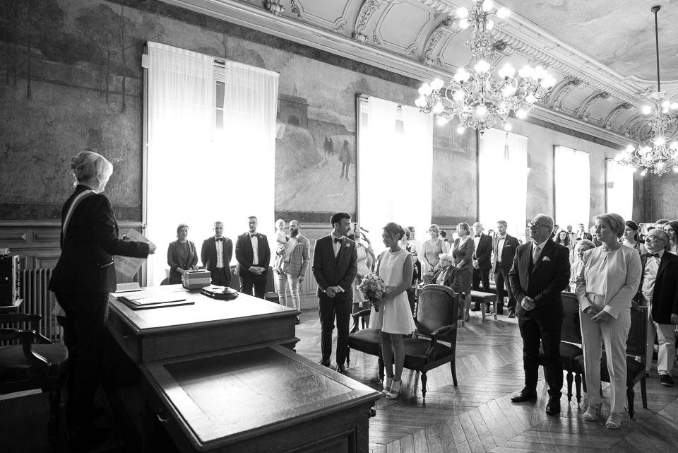 Mariage à la mairie de Vanves - Photo en noir et blanc