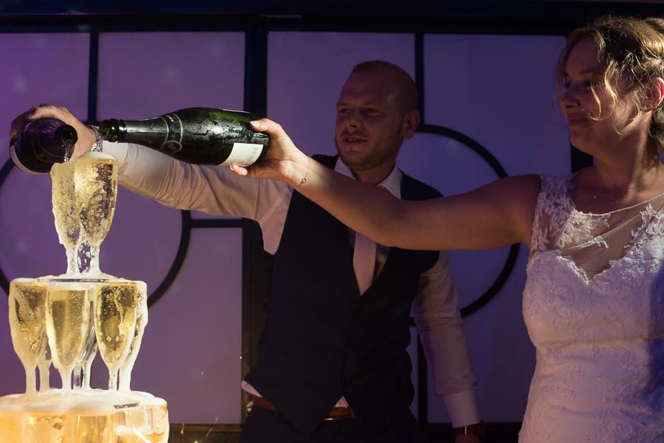 Pyramide de champagne lors d'un mariage au Domaine de la Butte Ronde