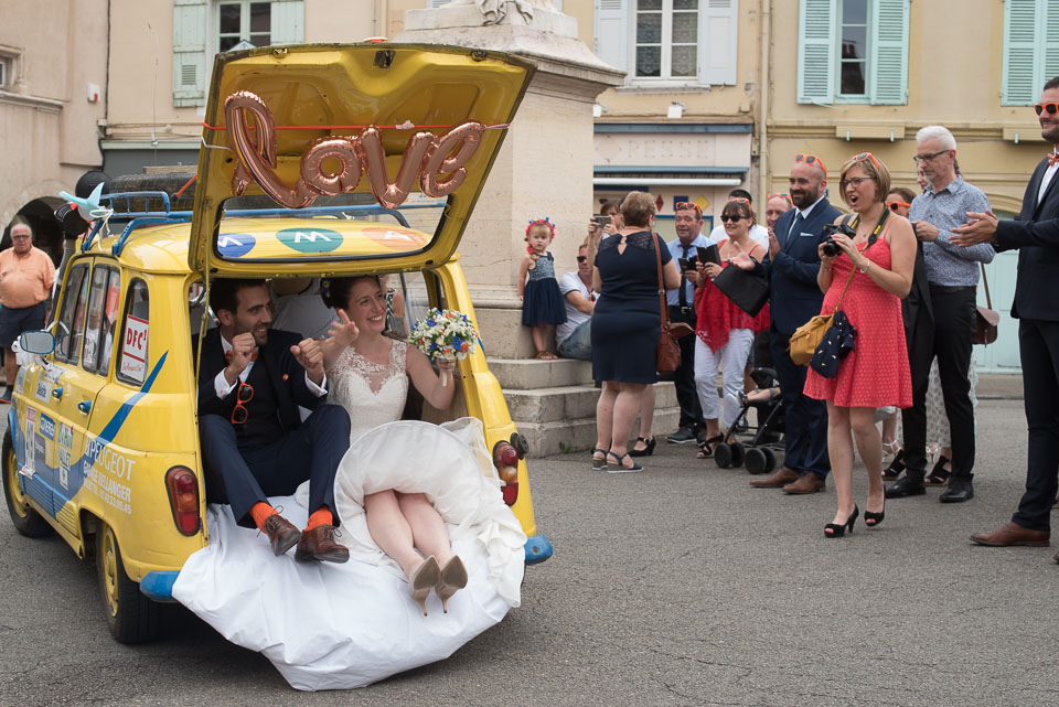 Mariés dans le coffre d'une Renault 4L
