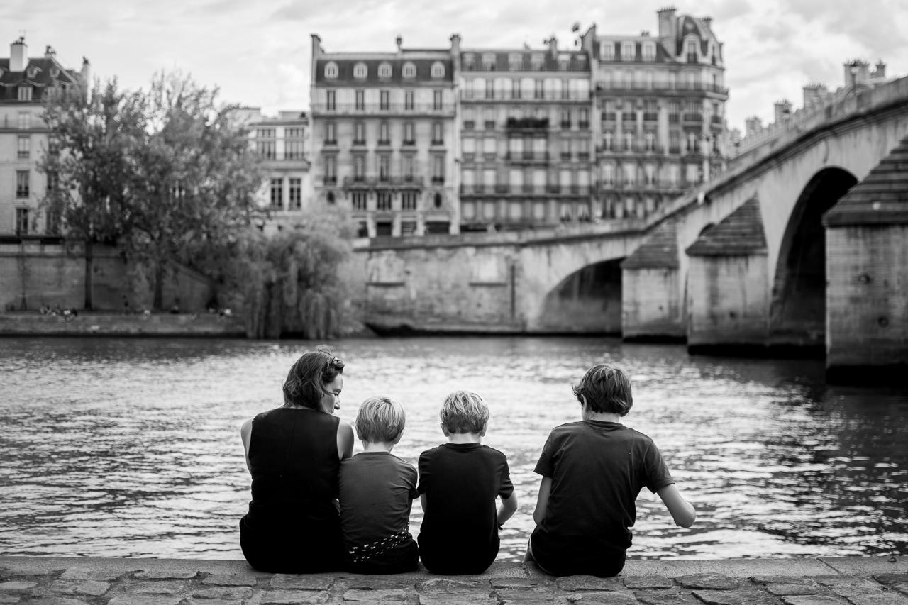 famille-lifestyle-paris-noir-et-blanc